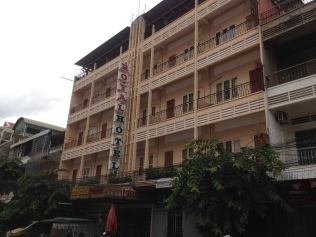 royal-hotel-battambang-exterior