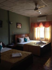 royal-hotel-battambang-bedroom