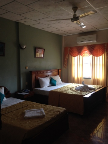 royal-hotel-battambang-bedroom